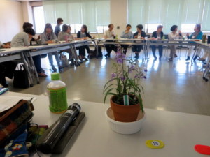 0606テーブルの上の花