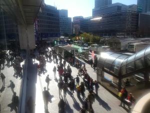 1206新宿駅西口前広場